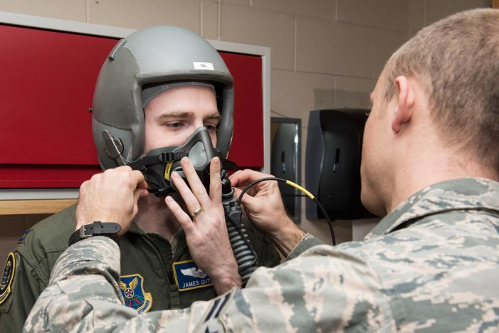 Peterson AFB high altitude chamber prepares aircrews for flight
